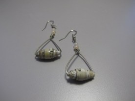 hand-made_earrings_with_large_magazine-clipping_bead_f8a2e4fa