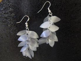 leaf-shaped_earrings_made_from_bottles_silver__d75536c9